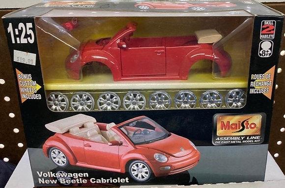 Maisto Assembly Line Die Cast Model Kit Volkswagen New Beetle Cabriolet