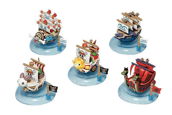 one random figure: ONE PIECE YURAYURA PIRATE SHIP TRADING Figure