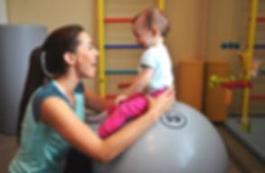 rehabilitacja niemowląt krosno, fizjoterapia, dzeci, bobath, rehabilitacja