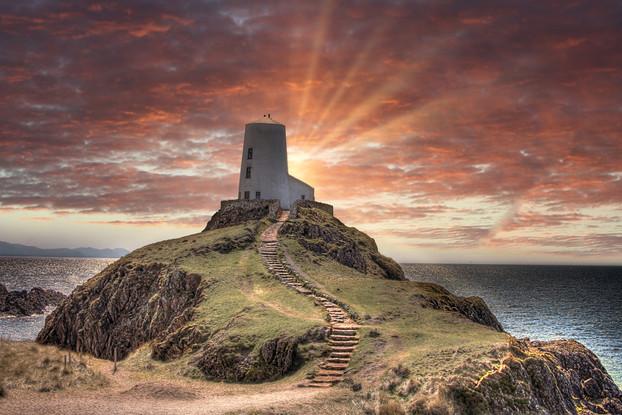 Tŵr Mawr Llanddwyn Island.jpg