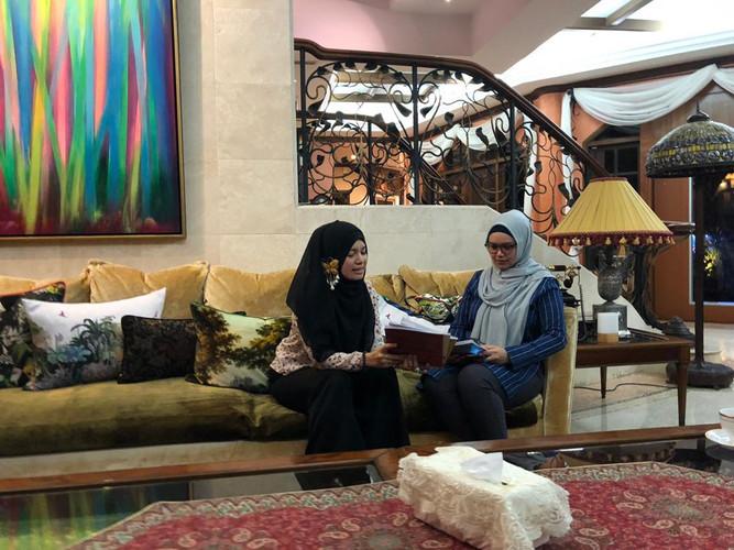 Meet Dato Sri Siti at her house
