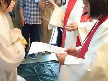若い姉妹の洗礼式がありました。