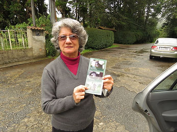 First contact with Sônia, local resident of Nova Friburgo, showing the presence of hybrids   October 10, 2016 - IMG_1303 copy.JPG