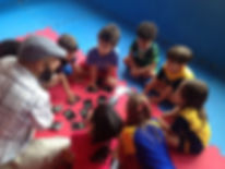 Alessandro playing our Primates Memory Cards with the Morada Montessori school children in Brasília - 2017-12-20