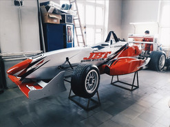 Оклейка гоночной машины