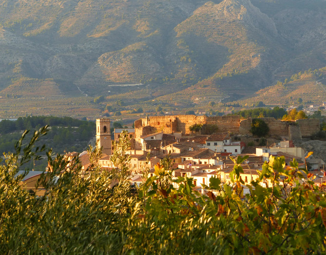 Pueblo, castillo e iglesia de Planes.jpg