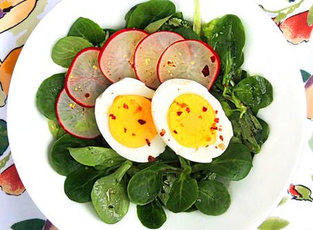 Medovo hořčičný salát s vajíčkem