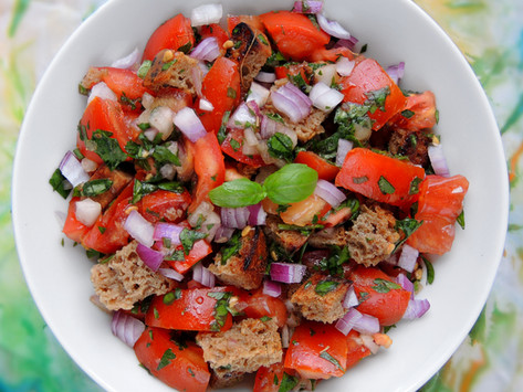 Rajčatový salát s krutony