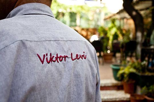 Viktor Levi çalışan kıyafeti