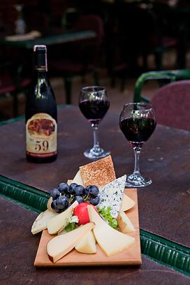 Viktor Levi No:59 şarap ve peynir tabağı