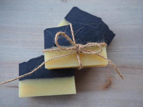 NIGHT & DAY Naturseife mit frischem Zitronenduft von May Chang & Aktivkohle