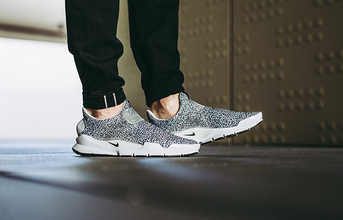 white nike trainers safari