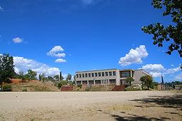 ①校舎外観、グラウンド.jpg