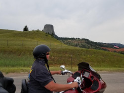 SD_Greg bike and devils tower