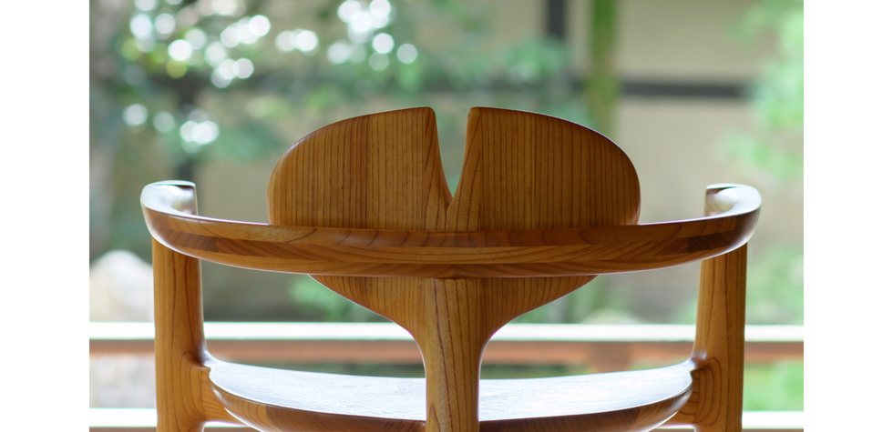 蓮の椅子 by Koji Saito