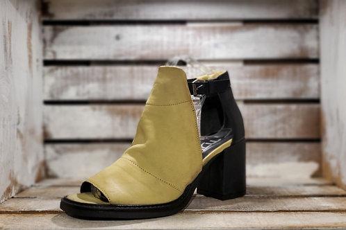 Soft Yellow n Black w/Strap Sandal#617