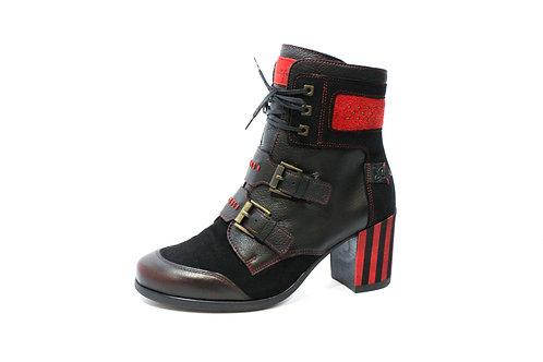 #05 Maciejka Women's Boot