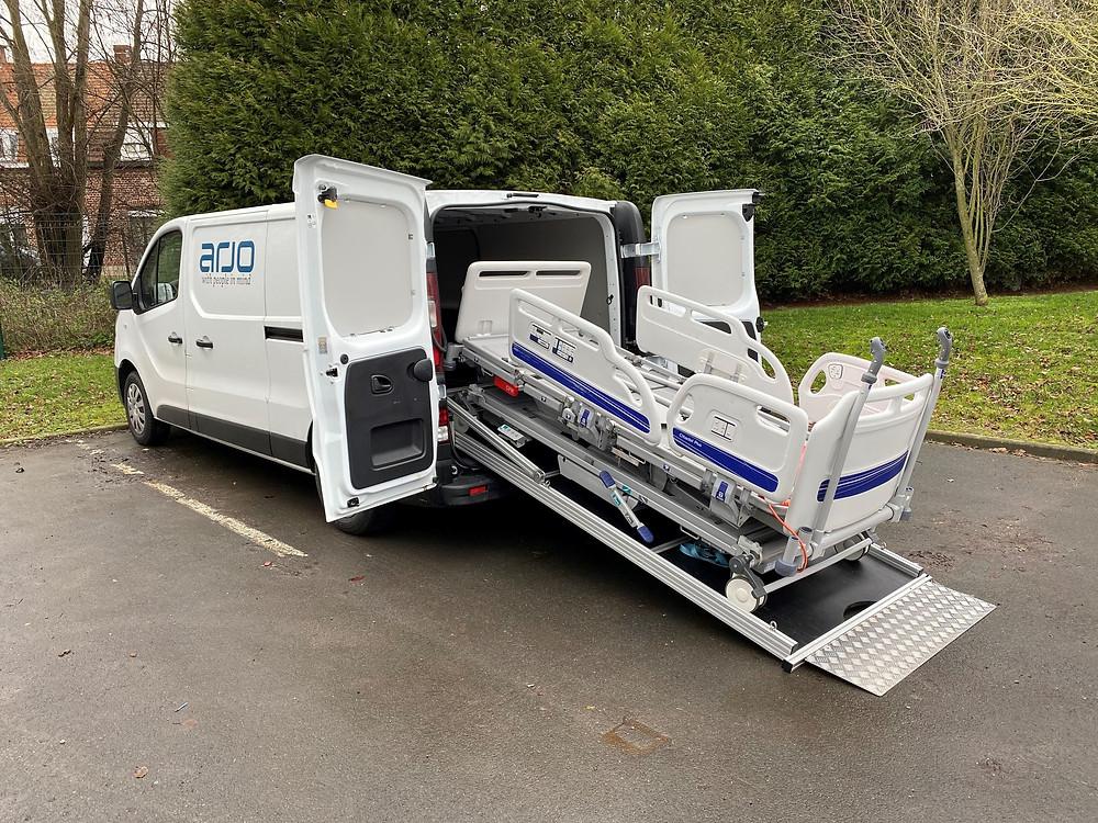 Rampe automatisée pour véhicule utilitaire
