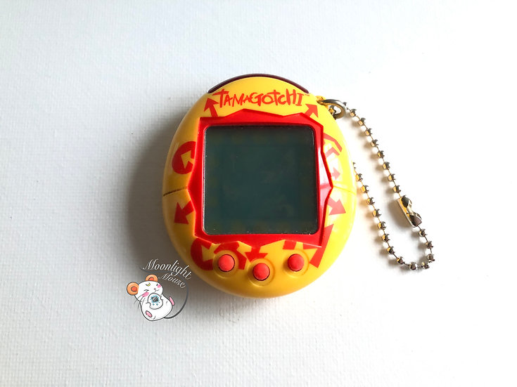 Tamagotchi Connection v1 English Yellow Red Arrows Europe 2004