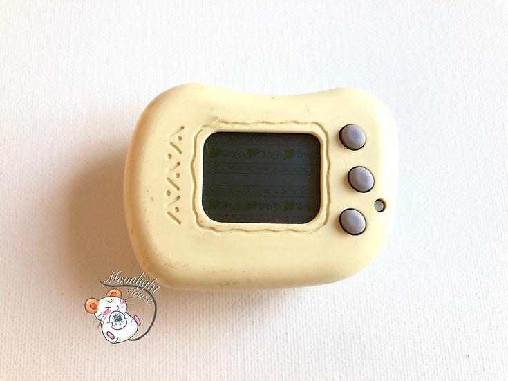 Tamagotchi Hudson Teku Teku Pocket Angel White Pedometer Virtual Pet 1998