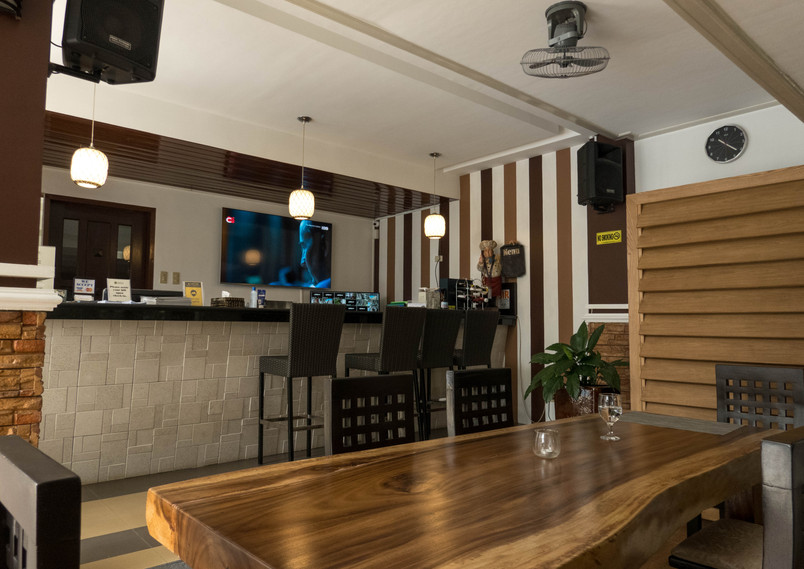Teofely Bar and Dining Table