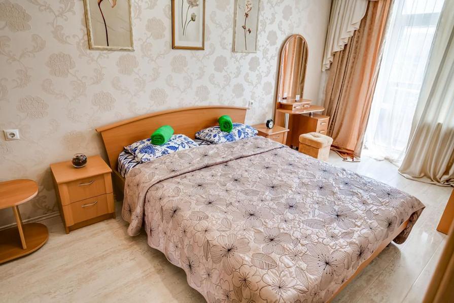Трехкомнатная квартира на сутки. Грибоедова, 67.