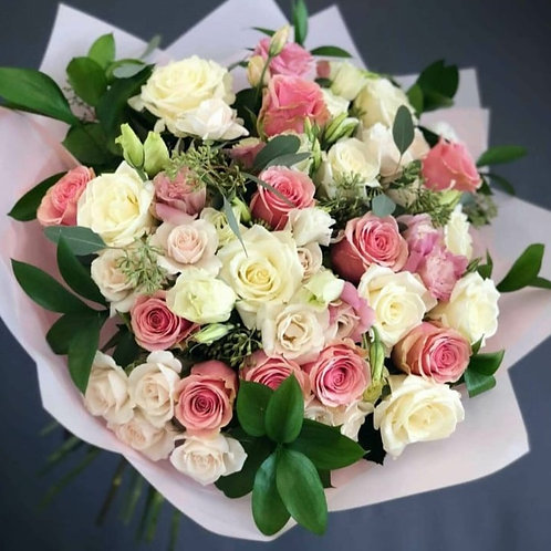 Bouquet with mix roses regular with baby rose.