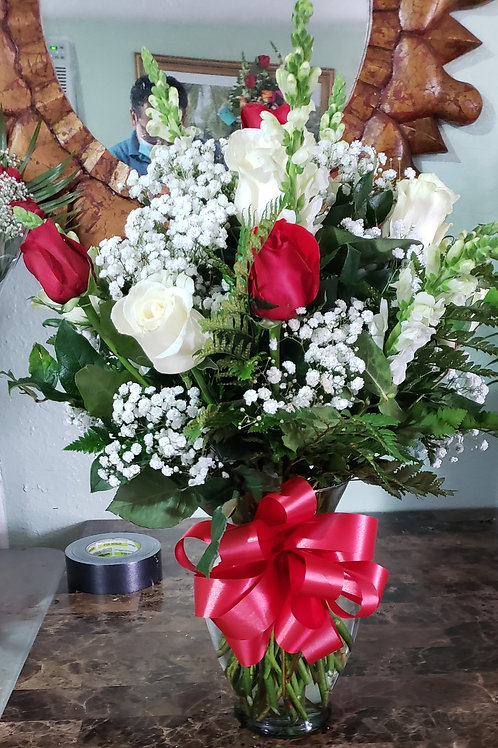 Flower vase white and red one dozen with baby breth