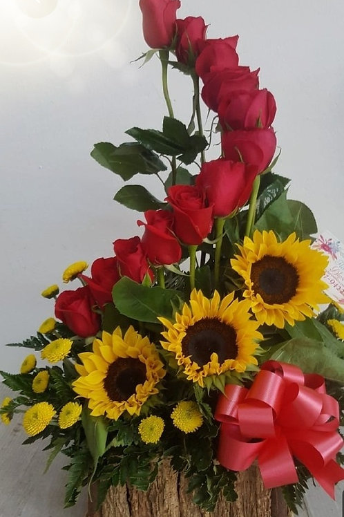 Beautifull Sunflowers with roses with yellow daisy buttons.