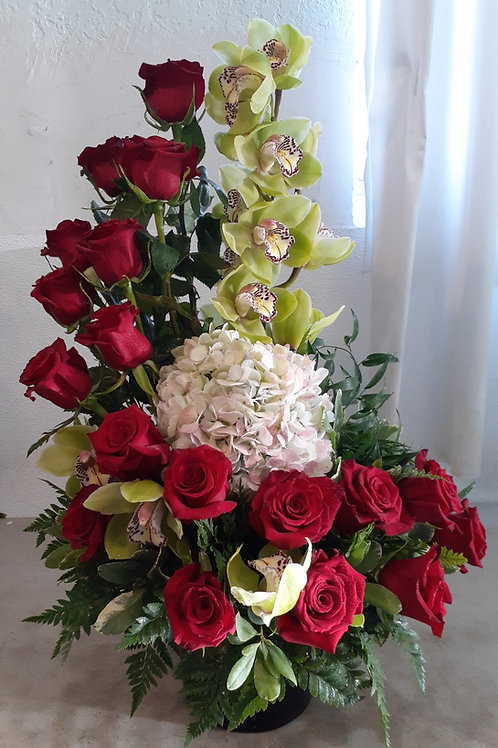 Roses with Cymbidium Orchid In spiral