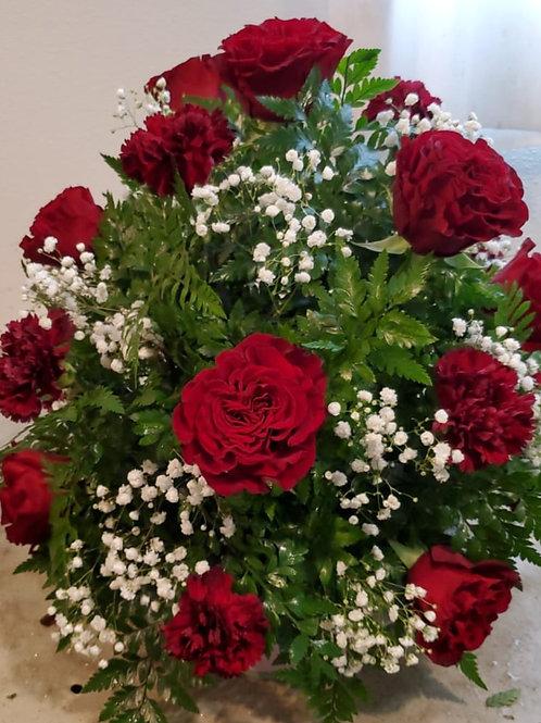 Flower arrangement all roses