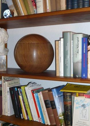 Erdenmöbel Edle Urnen aus Holz Referenze