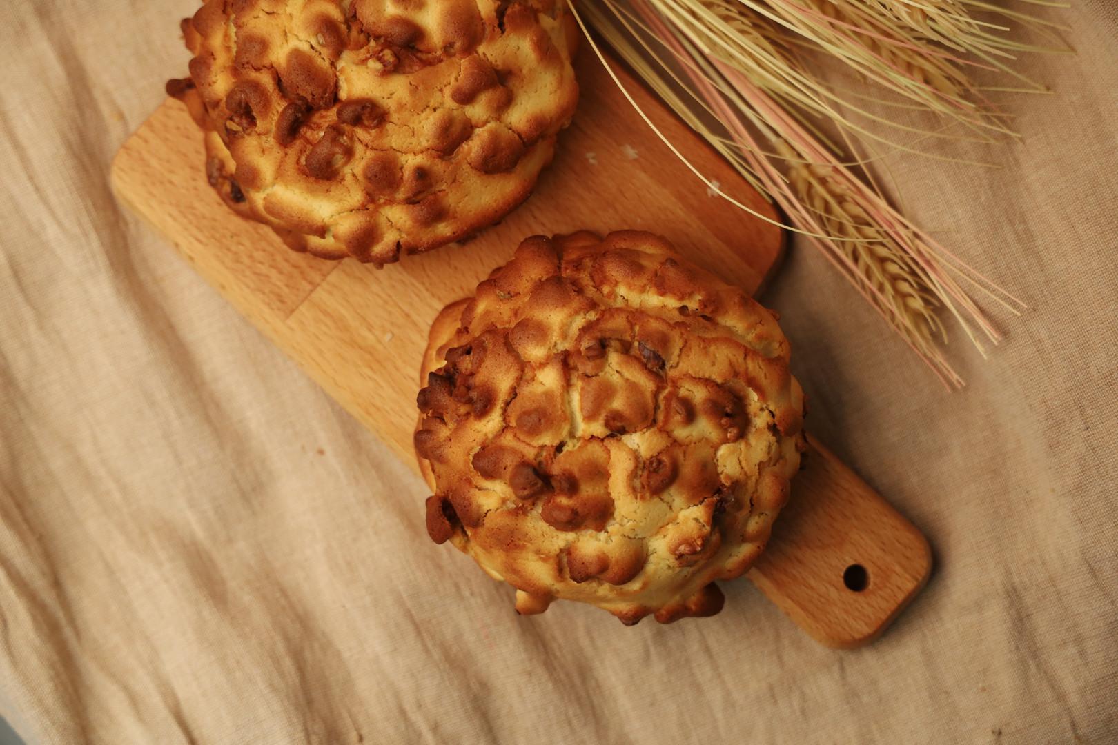 Walnut Cookie Bun