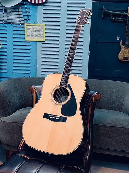 GuitarYamaha FG300Dtừ năm 1980s.