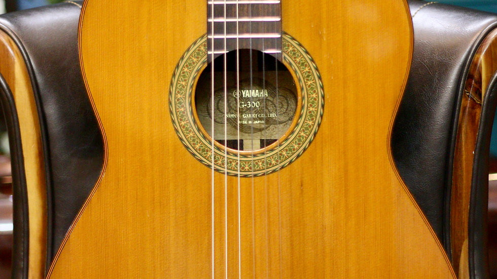 Guitar classic Nhật Yamaha G300 top solid 1970s .