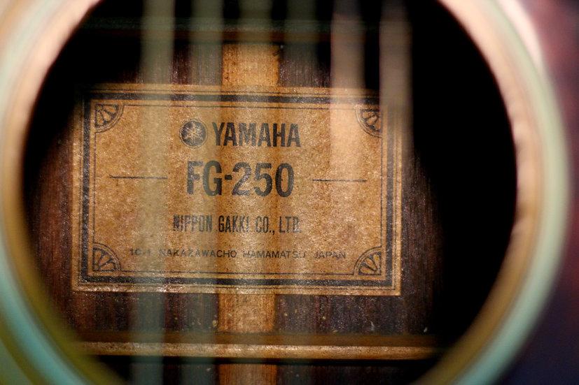 Guitar Yamaha FG250 vintage 1970s .