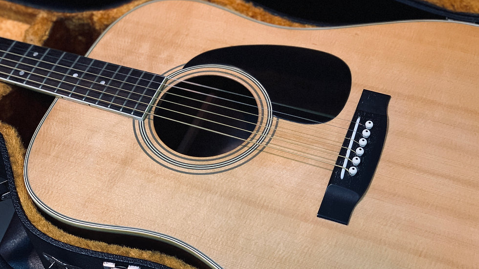 Guitar acoustic Morales M25 by Zenon guitar vintage 1970s.