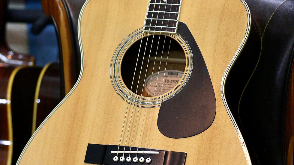 Guitar acoustic Yamaha FG252C MIJ 1980s .