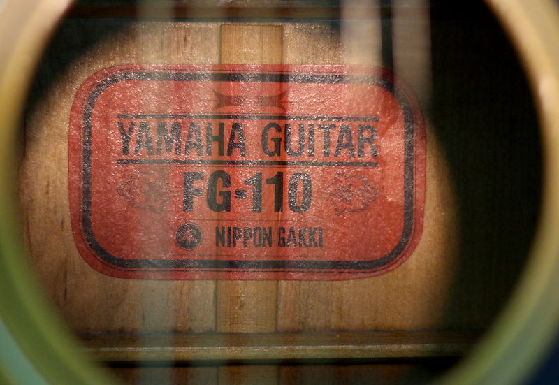 Guitar Yamaha FG110 Red lable vintage 1960s.