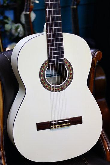 Guitar classic Jullian by Kurosawa từ năm 1974 .