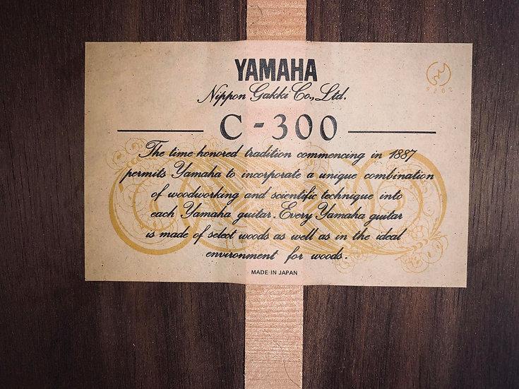 Guitar classic Yamaha C300 made in Japan từ năm 1980s .