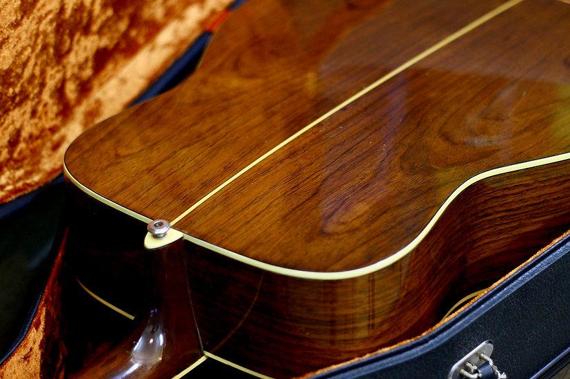 Guitar Yamaha FG360 tem xanh 1973.
