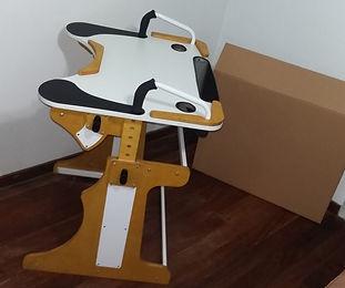 Imagen mesa armada y caja de transporte