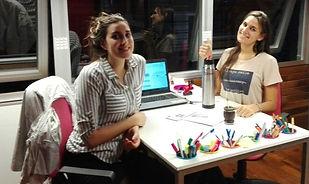 Melisa y Marianela en la oficina el Centro Metropolitano de Diseño