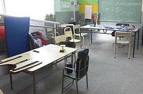 Mesas y sillas adaptadas a medida en Escuela