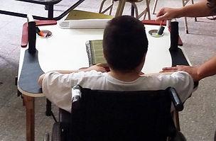 Foto de niña probando el prototipo