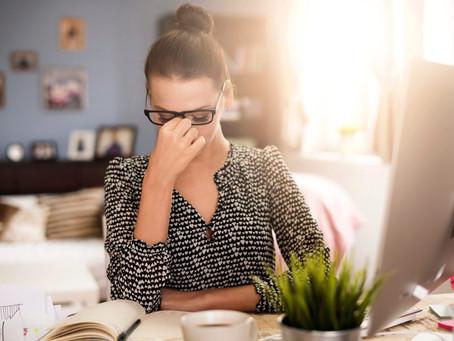Dor de cabeça: a diferença entre enxaqueca e cefaleia e suas causas