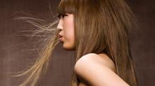 10 Trucs anti-statiques pour vos cheveux