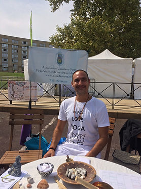 Professeur de vasudevo yoga