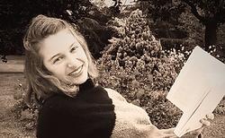 """Tiphaine de Belloy, directrice de la collection Jeunesse """"Petits Princes ailés"""""""